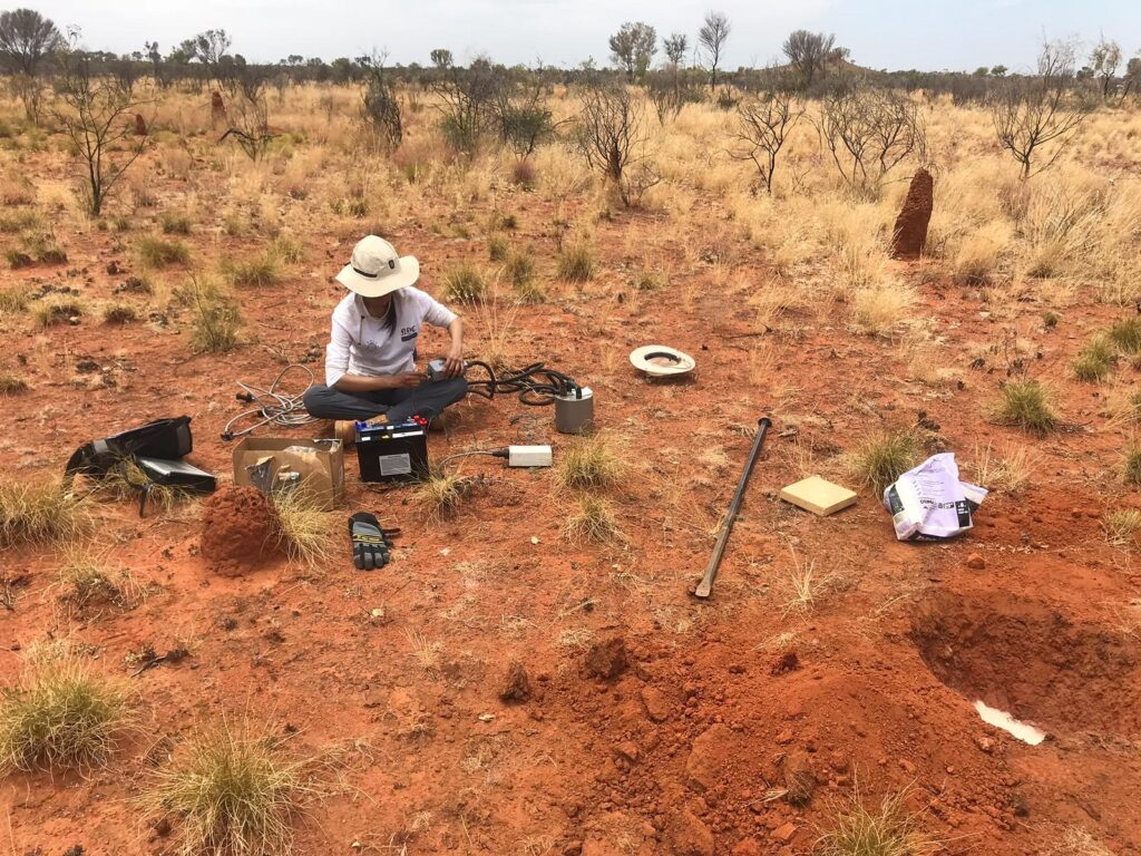Installing seismic stations in Tennant Creek